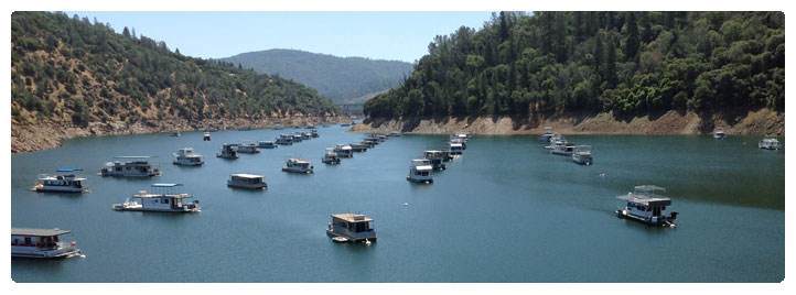 Photo of houseboats moored at the Lime Saddle Marina at Lake Oroville
